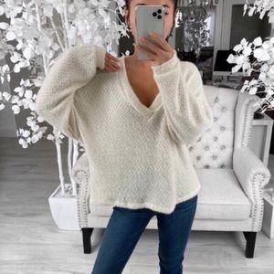 ekattire Sweaters - Soft Cream Sweater